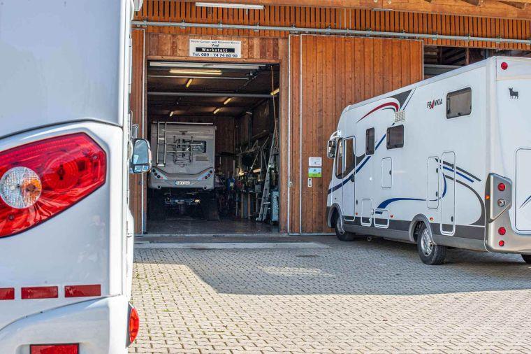 Wohnmobile vor und in der Werkstatt - Caravan Service Stehmeier - Wohnmobil Wohnwagen Service Werkstatt