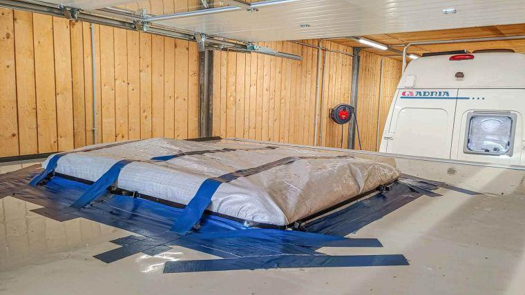 provisorisch abgedichtete defekte Dachhaube eines Wohnmobils - Caravan Service Stehmeier - Wohnmobil Wohnwagen Service Werkstatt