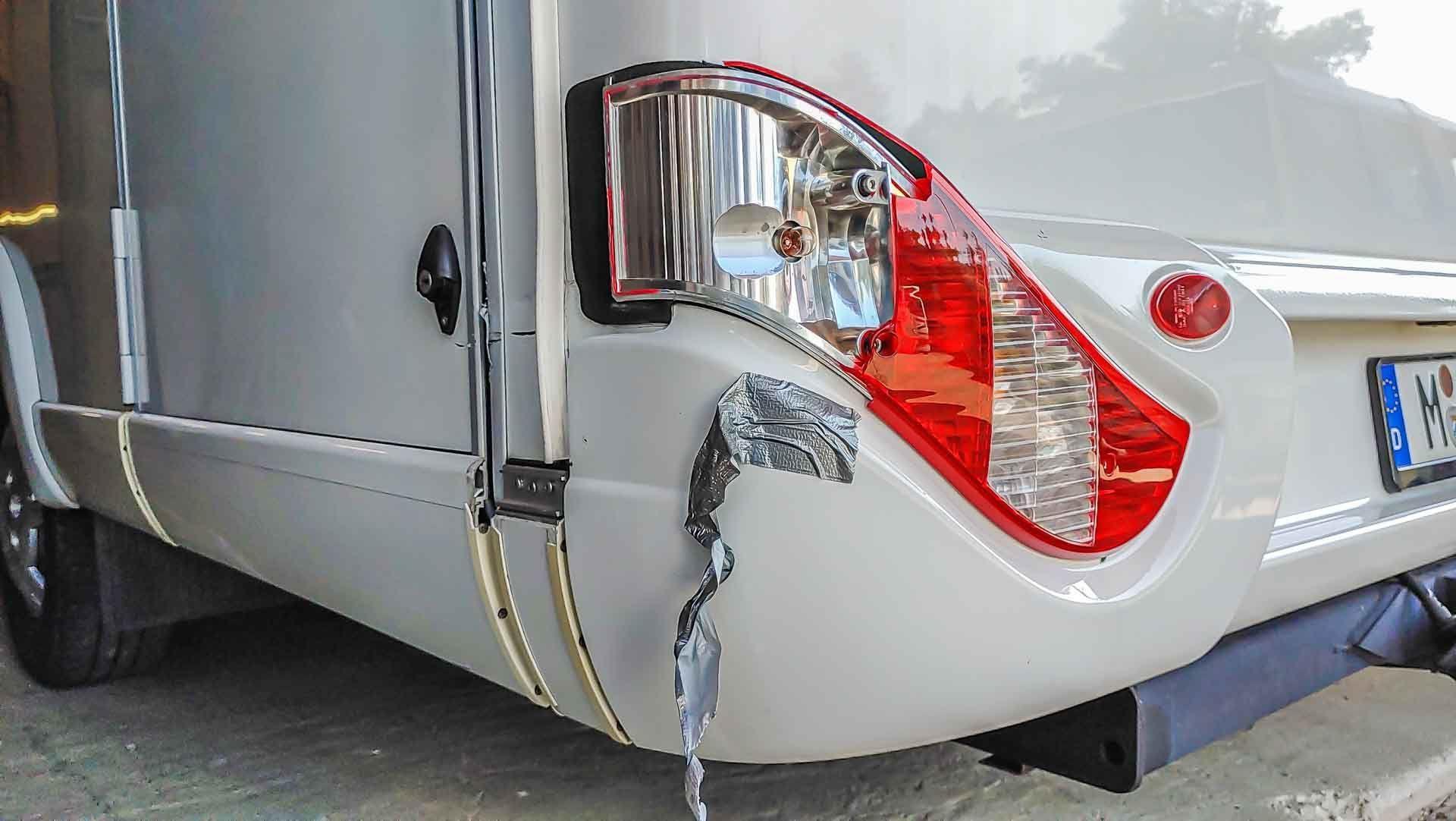 fachgerechte Unfallinstandsetzung eines Heckschadens an einem Reisemobil