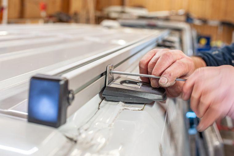 Zubehör Nachrüstung einer Thule Dachschiene für die Installation einer Solaranlage